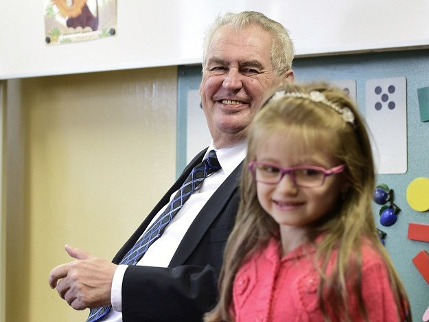 Prezident republiky Miloš Zeman zahájil 1. září na Základní škole Jaroslava Šípka ve Stochově na Kladensku školní rok.