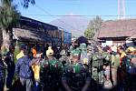 Pod sopkou Rinjani v Indonésii uvázli turisté kvůli otřesům půdy po zemětřesení