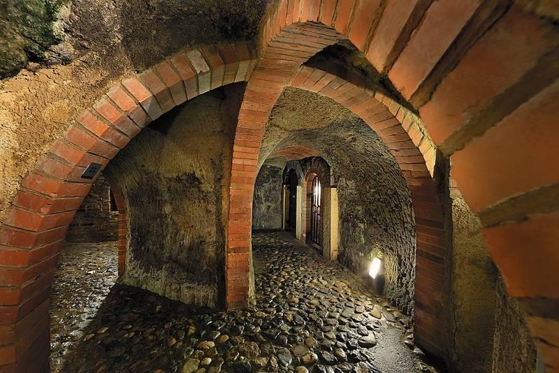 Potraviny i pivo. Sklepy pod Plzní byly původně budovány k udržování potravin. Neméně důležité bylo využití zdejšího podzemního systému pro výrobu piva.