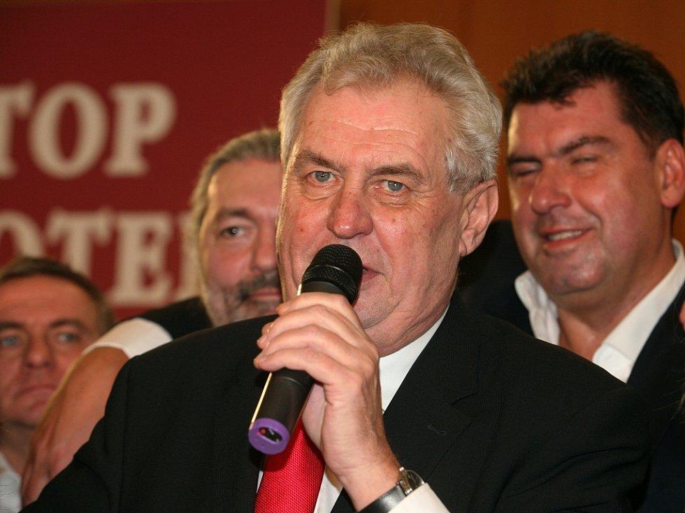 Vítězná atmosféra po volbách na prezidenta v Top Hotelu Praha a vítěz Miloš Zeman v sobotu 26. ledna 2013.