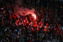 Fanoušci Slavie Praha na věhlasné tribuně Sever. I díky jejich podpoře zvládli domácí šlágr s Viktorií Plzeň bez větších problémů a zvítězili 4:0.