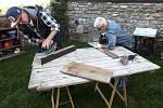 Výroba odkládacího stolku