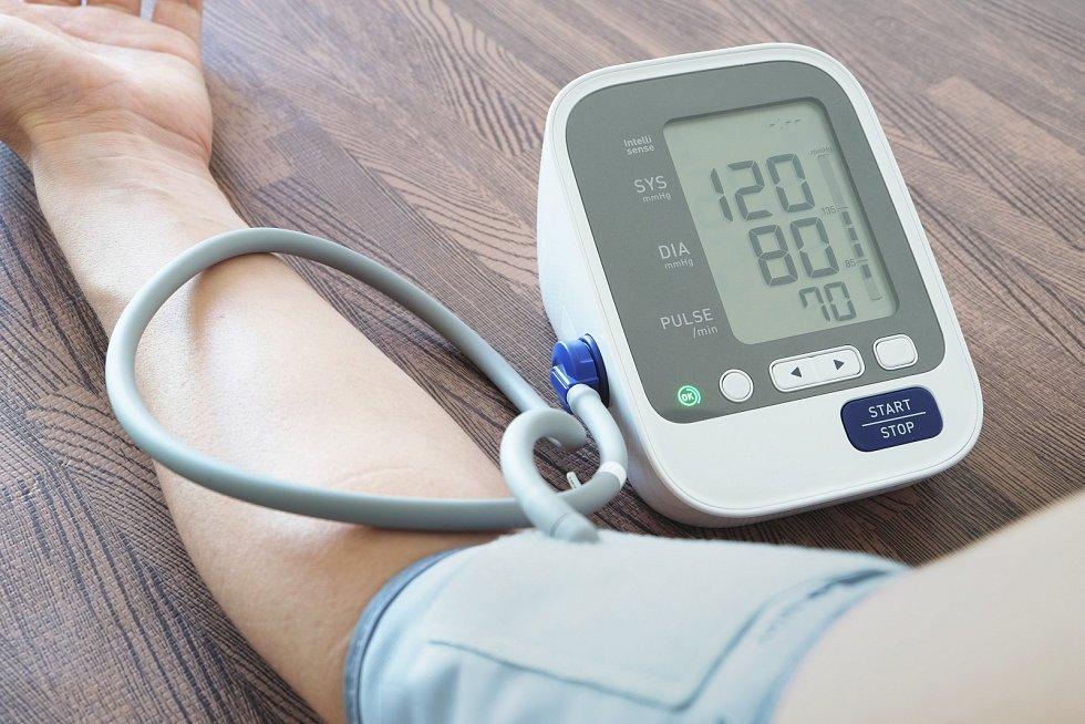 Rizikové jsou dlouhodobé hodnoty krevního tlaku 140/90 a vyšší(optimální krevní tlak je 120/80)