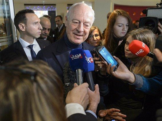 Staffan de Mistura na jednání v Ženevě.