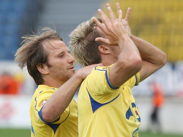 Tomáš Jun (vlevo) zaznamel proti Českým Budějovicím hattrick.