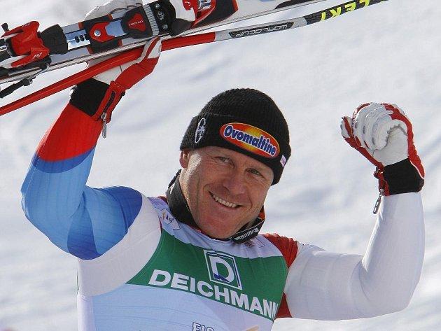 Ze své první zlaté medaile se po bezchybné jízdě může radovat protřelý sjezdařský vlk Didier Cuche.