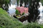 Na okraji Mariánských Lázní se nachází malebný park Boheminium, který je čtvrtý největší svého druhu v Evropě.