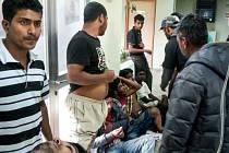 Při střelbě na farmě v Řecku bylo zraněno 30 přistěhovalců