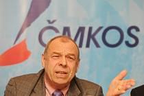 Předseda Českomoravské konfederace odborových svazů Jaroslav Zavadil na tiskové konferenci v Praze k plánovaným rozpočtovým opatřením vlády pro roky 2012 až 2014.