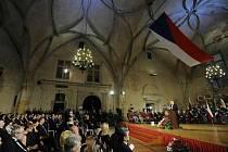 Prezident Václav Klaus pronesl v úvodu slavnostního ceremoniálu projev u příležitosti 92. výročí založení samostatného Československa a  poté vyznamenal 22 osobností.