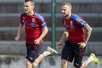 David Lafata (vlevo) a Michal Kadlec na tréninku fotbalové reprezentace.