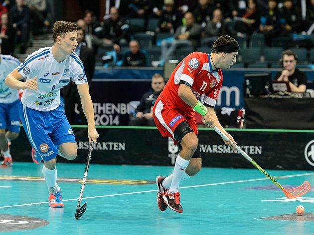 Tomáš Sladký (vpravo) byl v semifinále MS proti Finsku hodně vidět.