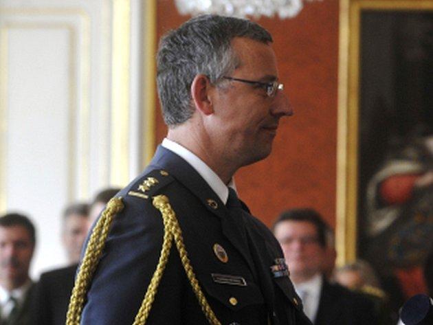 Ředitel Centra bezpečnostních a vojenskostrategických studií na Univerzitě obrany v Brně František Mičánek je žhavým kandidátem na děkana prestižní vojenské školy NATO Defense College v Římě.