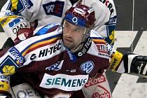 Jan Hlaváč se kvůli zraněným tříslům nezúčastní mistrovství světa v hokeji v Rusku.
