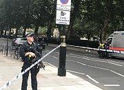 Řidič v londýně najel do skupiny cyklistů