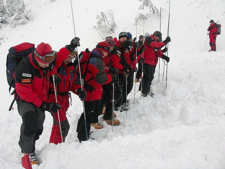 Českého občana, kterého od pátku hledala horská služba v Nízkých Tatrách, našli v pondělí mrtvého asi 50 metrů od vrcholu Ďurkové, necelý kilometr od horské chaty Magurka.