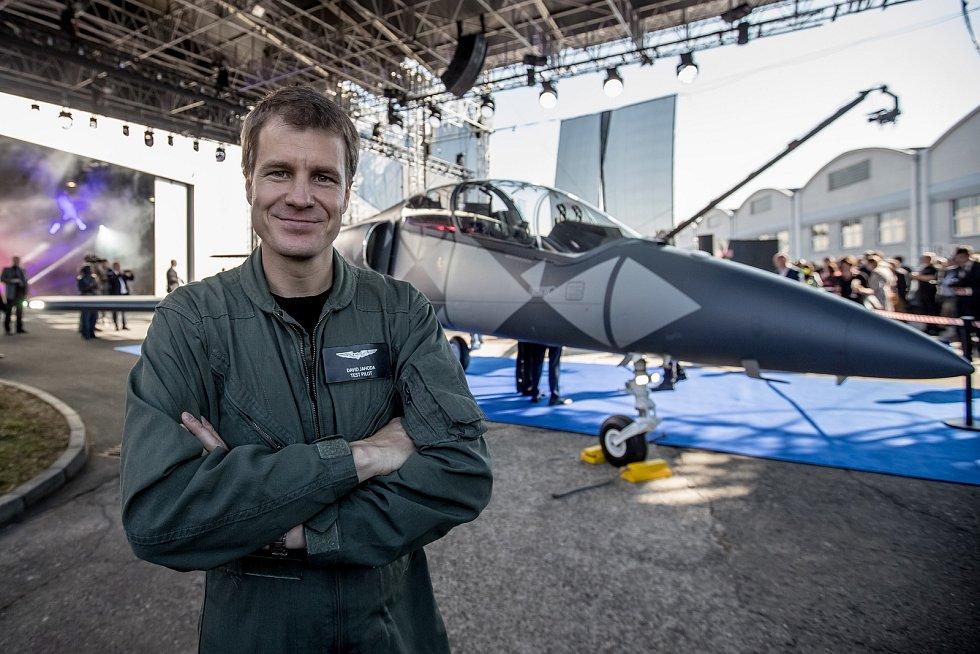 Nový letoun L-39NG, který Aero Vodochody představilo 12. října ve svém areálu v Odolené Vodě u Prahy. Stroj je nástupcem legendárního cvičného letounu L-39 Albatros. Sériová výroba začne v roce 2020. Testovací pilot David Jahoda.