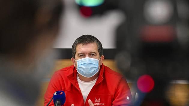 Ministr vnitra a šéf Ústředního krizového štábu Jan Hamáček (ČSSD).