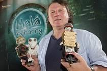Režisér a výtvarník Jan Balej představil 6. července na 49. ročníku Mezinárodního filmového festivalu Karlovy Vary svůj animovaný film Malá z rybárny.