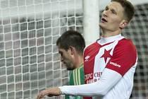 Vpředu slávista Milan Škoda, za ním Michal Šmíd z Bohemians.