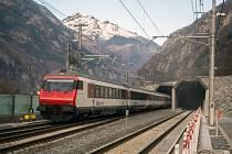 Gotthardský tunel, přezdívaný podle francouzské zkratky GBT, je dlouhý 57,1 kilometru a v některých místech je až 2,3 kilometru pod povrchem.