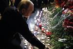 Ruský prezident Vladimir Putin uctil památku obětí teroristického útoku v petrohradském metru.