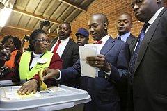 Nelson Chamisa ve volební místnosti