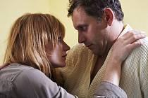 ČTYŘI SLUNCE: Tíživou rodinnou situaci řeší Jana nešťastně, nevěrou. Anna Geislerová a Igor Chmela