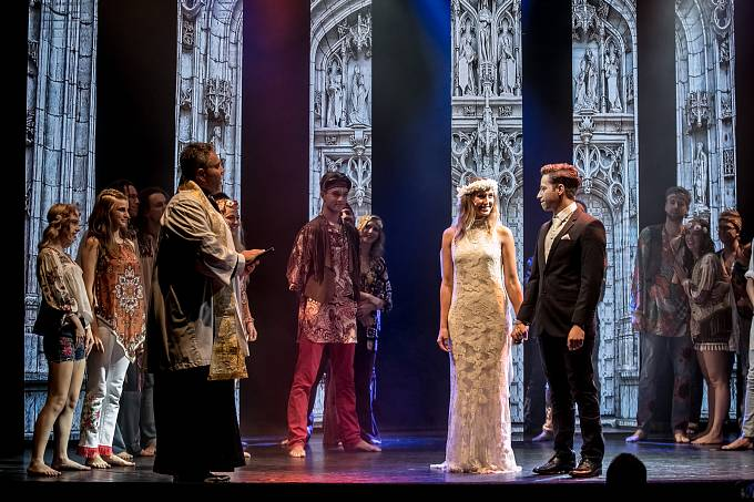 Divadlo Kalich představilo 3. září v Praze několik ukázek z nově chystaného muzikálu Vlasy.