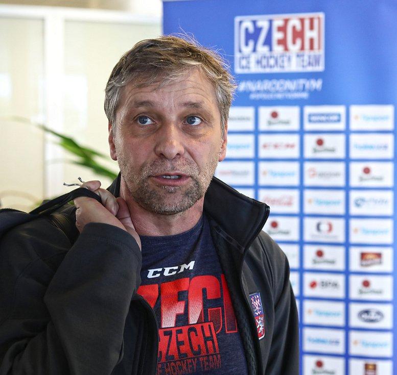 Přílet hokejistů z MS v Dánsku. Trenér Josef Jandač.