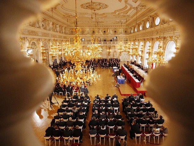 Zákonodárci se sešli ve Španělském sále, aby zvolili prezidenta republiky