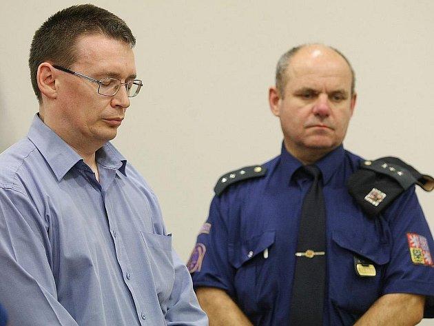 Čtrnáctiletý nepodmíněný trest odnětí svobody dostal osmatřicetiletý Liberečan Ladislav Průša, který vloni v prosinci zabil svého desetiletého adoptovaného syna.