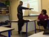 Incident v pařížské škole. Žák mířil na učitelku plastovou pistolí.