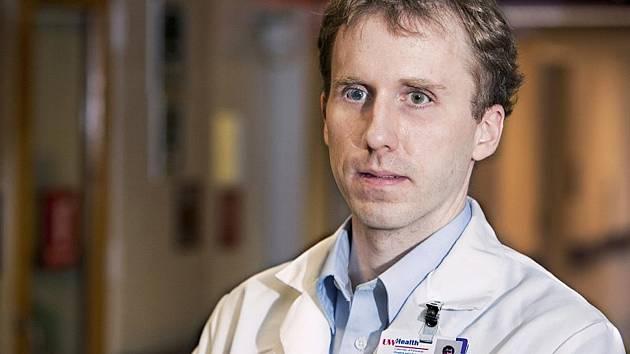 Doktor Tim Cordes je po psychiatrovi Davidu Hartmanovi, který vystudoval v 70. letech, druhým nevidomým lékařem.