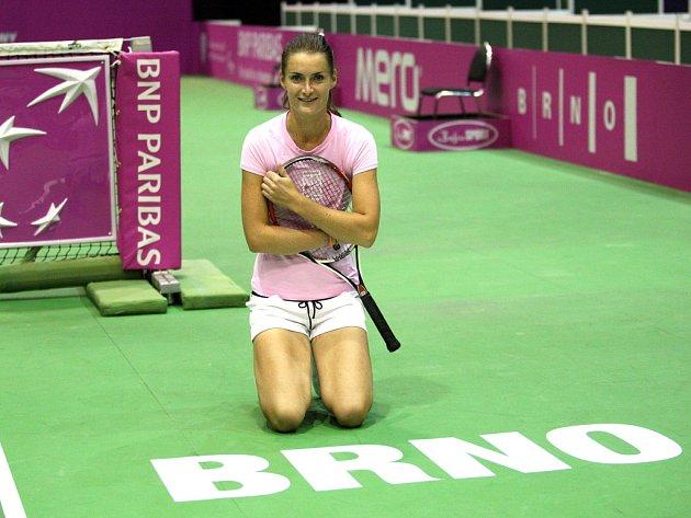 Česká tenisová jednička Iveta Benešová na tréninku v hale Rondo před semifinále Fed Cupu proti USA.