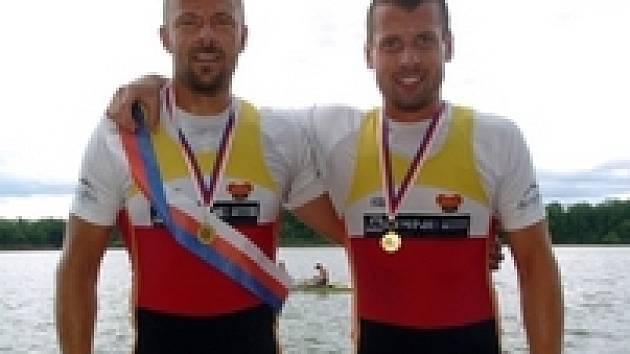 Dvojskif mužů - Václav Chalupa (vlevo) a Milan Doleček