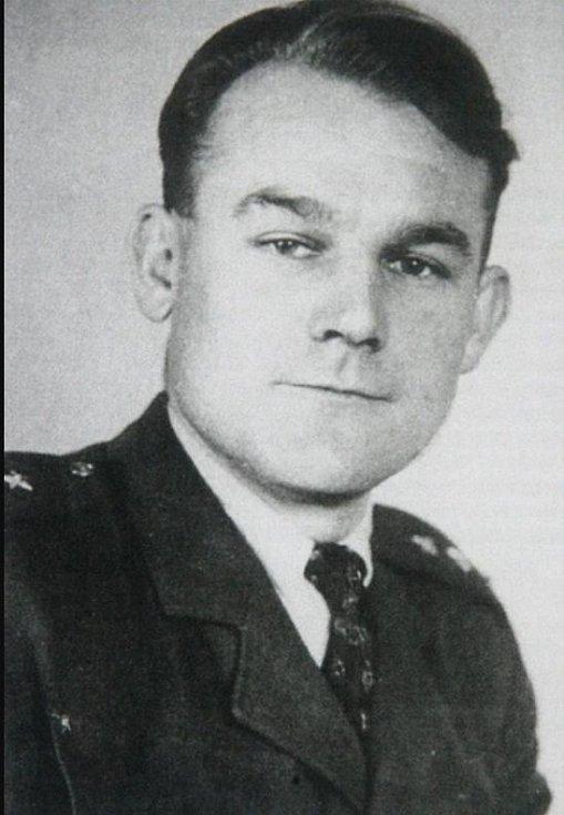 Velitel paravýsadku Carbon kapitán František Boguslav