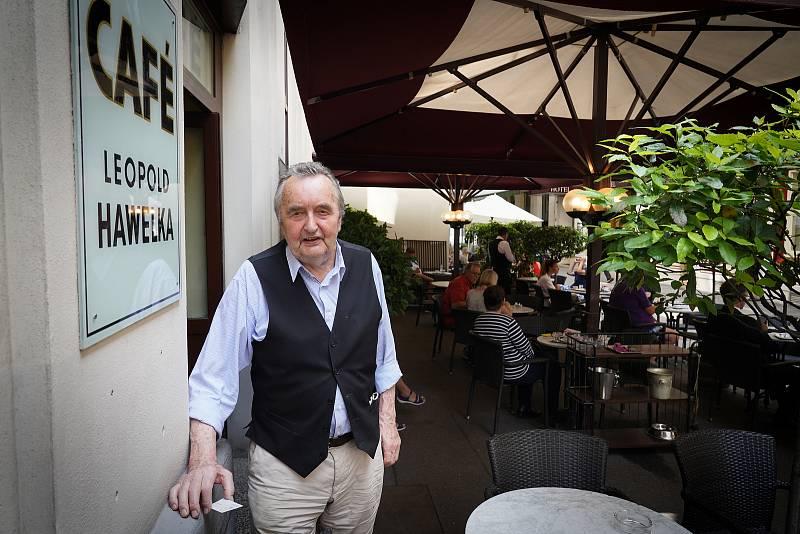 Vídeňská kavárenská kultura je už deset let na seznamu světového dědictví UNESCO. Na návštěvě v legendárním podniku Café Hawelka. Rodina majitelů má kořeny v Brně.