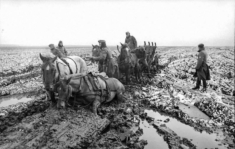 Východní fronta, německý povoz zapadl do bláta