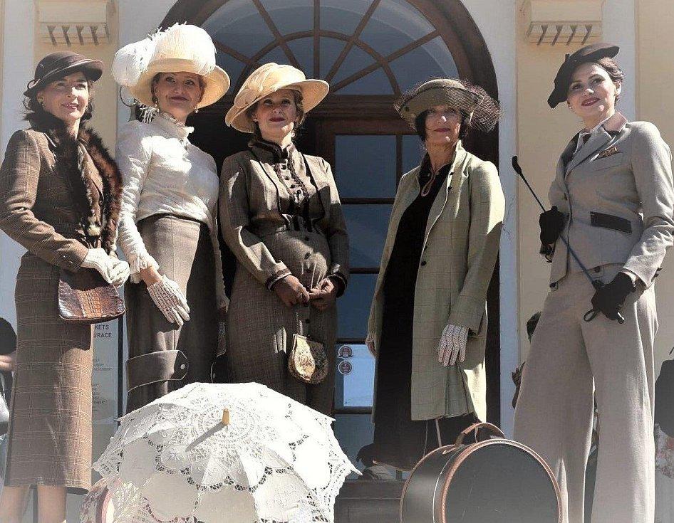 Cestovní kostýmy na začátku 20. století