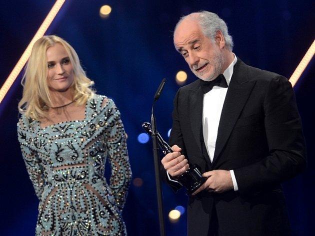 Evropskou filmovou cenu za herecký výkon dostal v sobotu 7. prosince 2013 v Berlíně Ital Toni Servillo, který hrál ve snímku Velká nádhera.