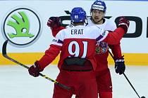 Jan Kovář (vpravo) a Martin Erat se radují z gólu proti Lotyšsku.
