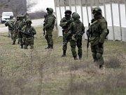 Příslušníci ruské armády na Krymu.
