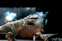 Obří dinosauři v životní velikosti. Modely jsou propracované do posledního detailu.
