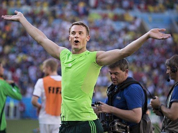 Německo - Francie: Manuel Neuer slaví