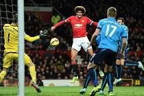 Manchester United - Stoke: Domácí Marouane Fellaini dal brzy gól