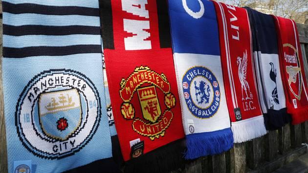 Šály některých fotbalových týmů anglické Premier League.