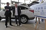 Šéf fotbalového svazu a trenér národního mužstva Ivan Hašek převzal nový služební vůz - luxusní sedmimístný Hyundai ix55.