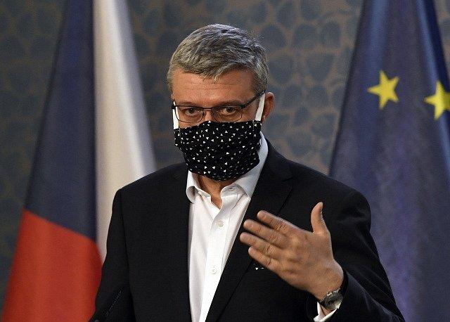 Ministr průmyslu a obchodu Karel Havlíček (za ANO).