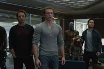 Ve finiši. Superhrdiny čeká poslední bitva. Jde v ní o všechno včetně jejich životů. Zleva Robert Downey ml., Chris Evans, Karen Gillan, Paul Rudd a Scarlett Johansson.